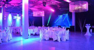 Neu, modern, stylisch & neutral präsentiert sich die STARLITE Eventhall.